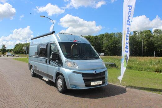 Carthago Malibu 2.3 Multj. 150 PK Buscamper, Metallic blauw, Motor-airco, Draaistoelen voor en vastbed.