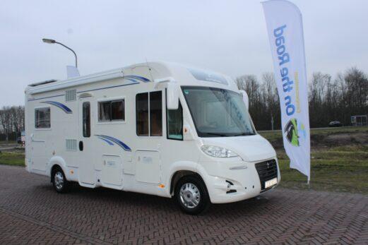 Autostar integraal ruim fransbed & hefbed L zit twee draaistoelen vlakke vloer motor Airco